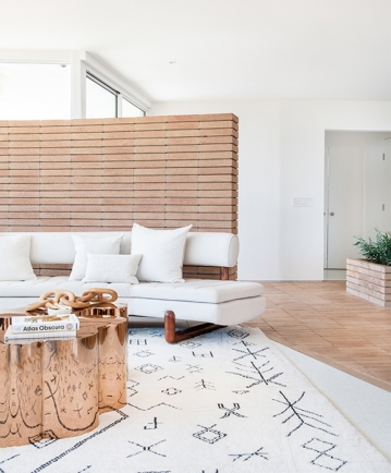 sfgirlbybay_mandy_moore_living_room