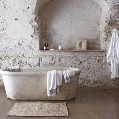 stone_wall_bathroom